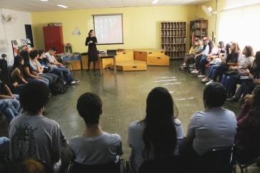 Elisete Veríssimo em palestra com os jovens