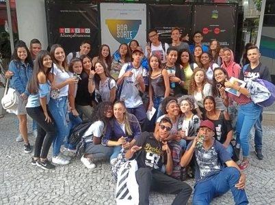 Jovens do Programa Paineira assiste o Musical Boa Sorte