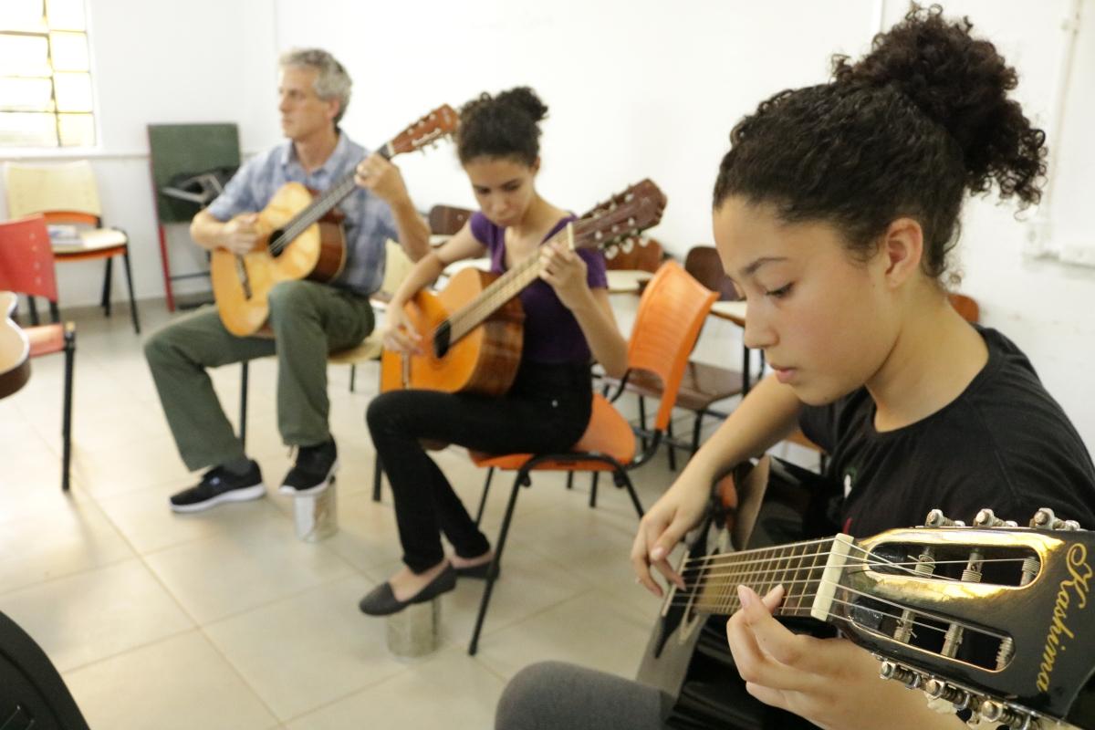 Mahle renova parceria para curso de violão