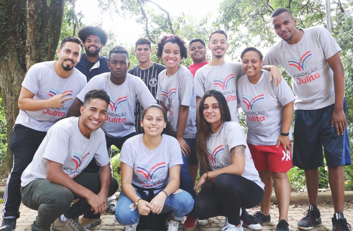 Novos jovens ganham bolsa-auxílio para universidade de Educação Física